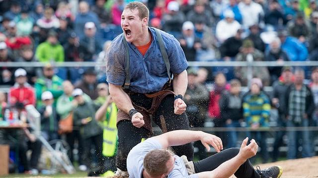 Christian Schuler freut sich über den Sieg beim Ob- und Nidwaldner Kantonalschwingfest.