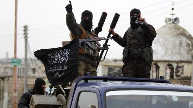 Kämpfer der Nusra-Front südlich der Stadt Idlib (Dezember 2014)