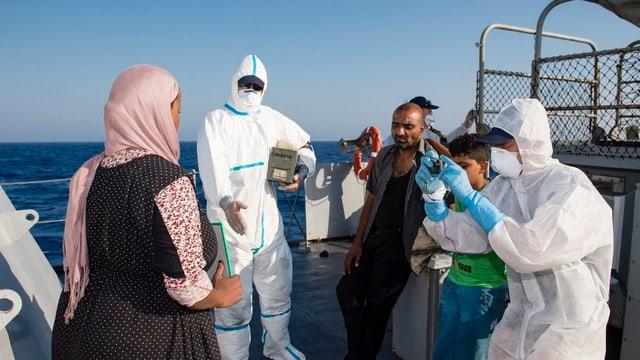 Commembers da la missiun Frontex registreschan fugitivs salvads sin la Mar Mediterrana.