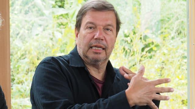 Nikolaus Büchel è il nov reschissur per il project.