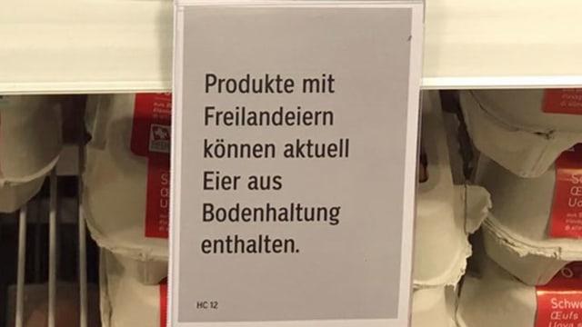 Schild an Verkaufsregal.