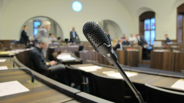 Mikrofon in einem Parlamentssaal