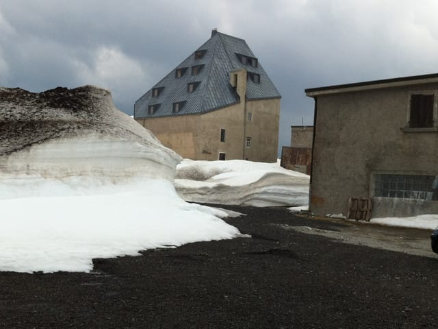 Schnee auf dem Gotthardpass.