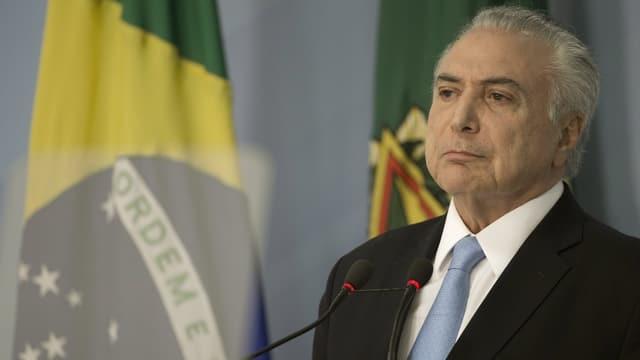 Michel Temer, il president da la Brasilia avant in microfon.