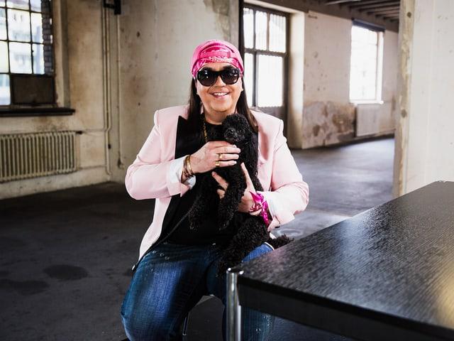 Porträtbild von Hellseher Mike Shiva im «Focus Blind Date»-Setting