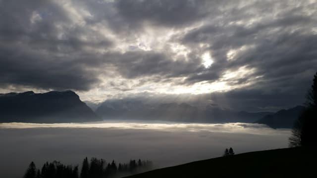 Nebelmeer über dem Talkessel von Schwyz