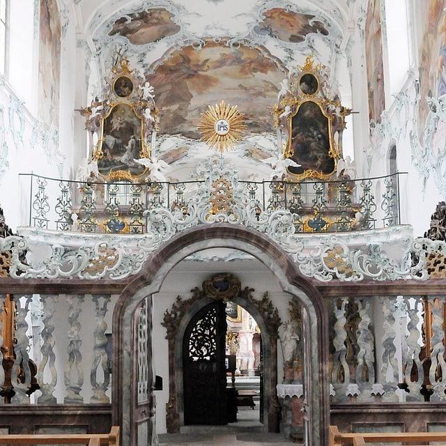 Innenaufnahme des Altarraums der Kirche der Kartause.