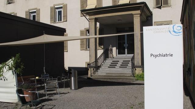 Der Eingang der Psychiatrie in Sarnen.