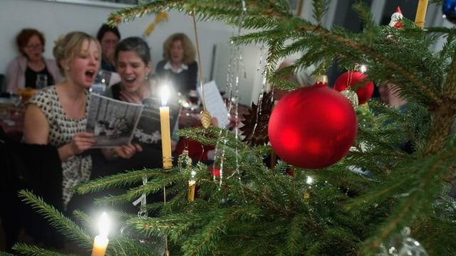 persunas che chantan sper in pignol da Nadal