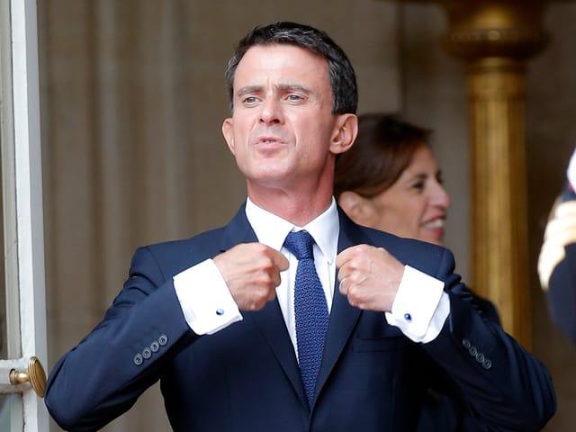 Manuel Valls vor seinem Arbeitssitz.