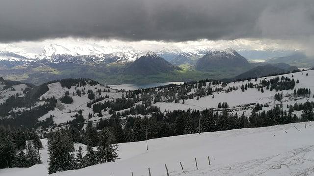 Der Schnee konnte sich bis lange in den Frühling halten, wie die Aufnahme vom 5. Mai von der Rigi zeigt.