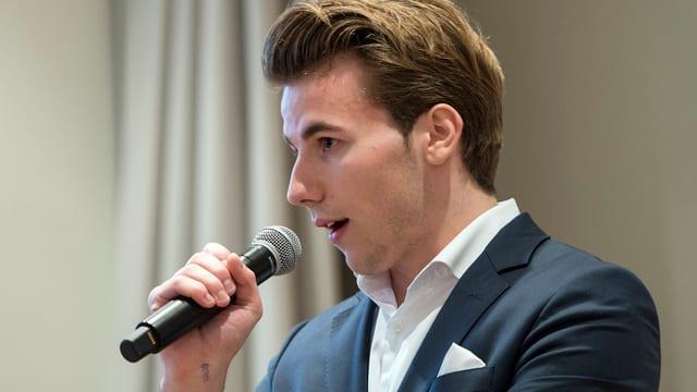 Andri Silberschmidt, il president dals Giuvens liberals svizzers, qua a chaschun d'in congress il mars 2016.
