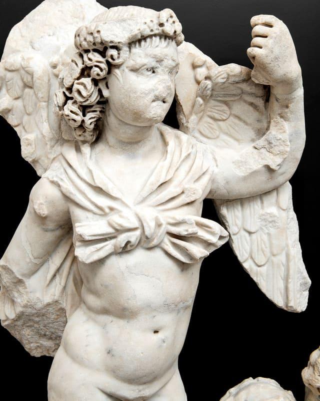 Ein Engel mit abgebrochener Nase.