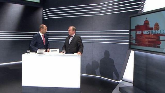 Claude Longchamp und Urs Leuthard diskutieren im Abstimmungsstudio.