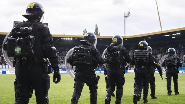 Bereitschaftspolizisten in Vollmontur