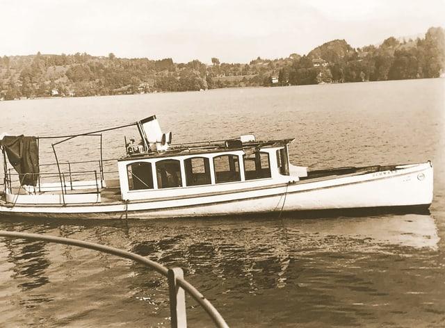 Alte Fotographie in sepia von einem Schiff