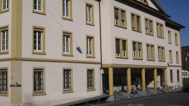 Aussenansicht des Gerichtsgebäudes beim Bahnhof Liestal.