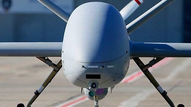 Eine Drohne der US Air Force auf einem Militärflugplatz