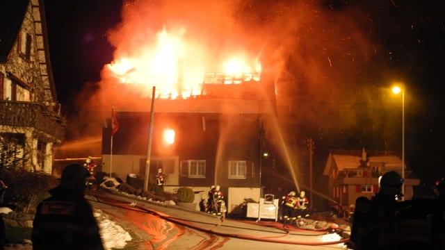 Ein brennendes Wohnhaus in Tuggen.