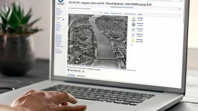 Bildschirmansicht eines Wikipedia-Eintrags der eine Luftaufnahme zeigt.