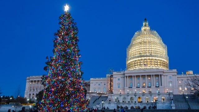 Das weihnachtlich geschmückte Capitol