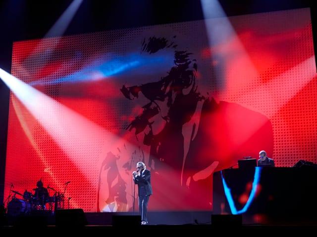 Yello live der Berliner Kraftwerkbühne.