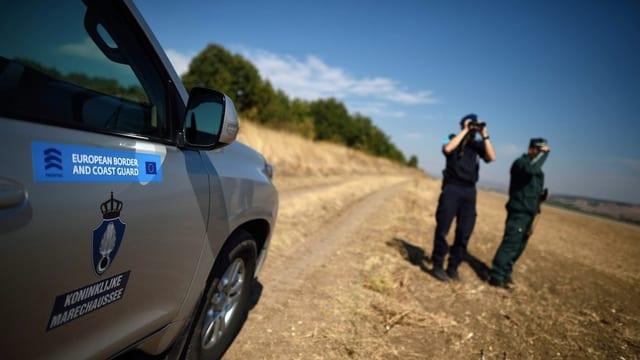Commembers da la Frontex durant lur lavur.