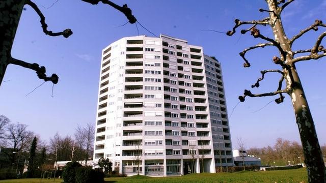 Das Aalto-Hochhaus im Luzerner Schönbühl-Quartier in einer Aufnahme aus dem Jahr 2001.