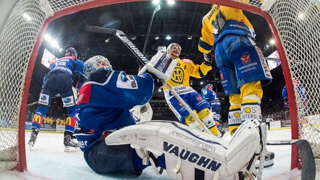 Perspectiva ord il gol mussa plirs giugaders da hockey sin glatsch.