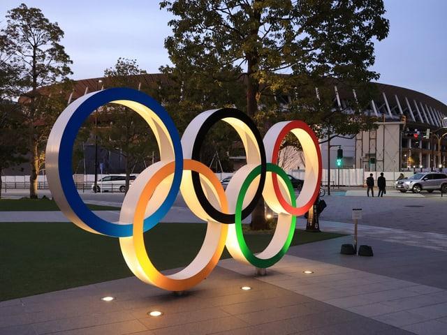 Der Olympischen Ringe.