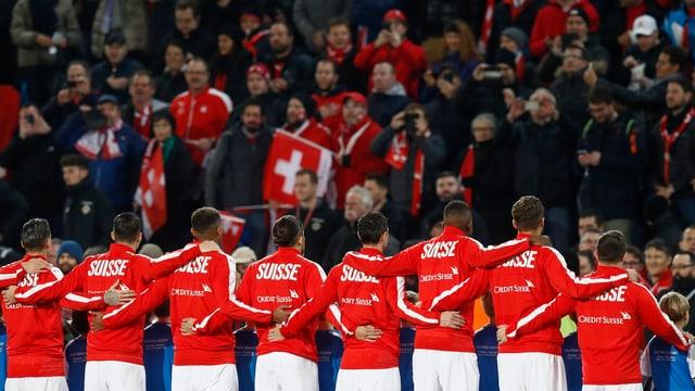 Ils giugaders svizzers avant ils fans svizzers.