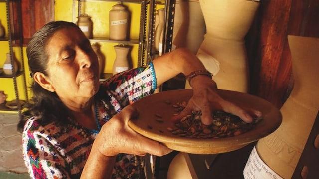 Video «Die Maya Achí kämpfen für ihr Saatgut» abspielen