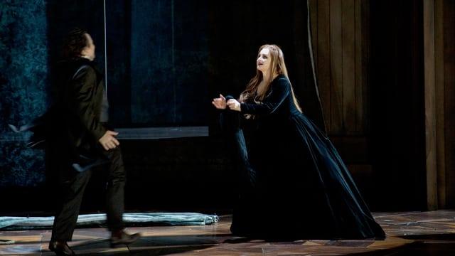 Szenenbild aus «La Straniera» im Opernhaus Zürich