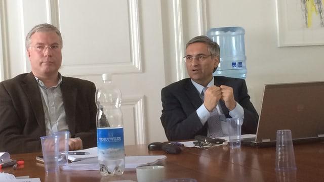 Ruedi Fahrni und Guido Graf während der Medienorientierung.