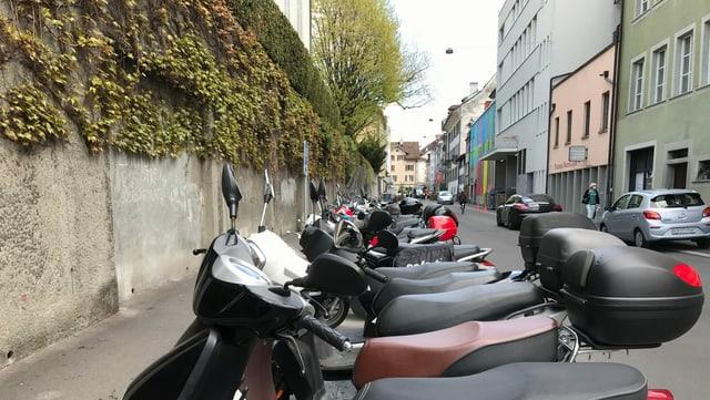 Eine Reihe Motorräder