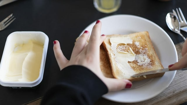 Dunna stritga paintg sin in toast.