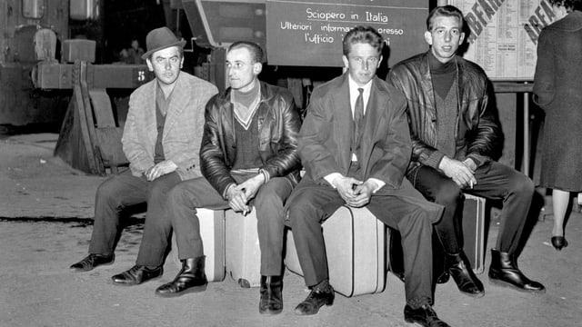 Italienische Gastarbeiter am Bahnhof in Zürich.