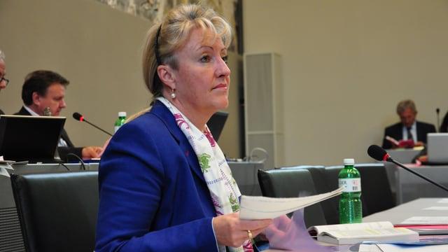 Barbara Janom Steiner duront ina debatta dal Cussegl grond.