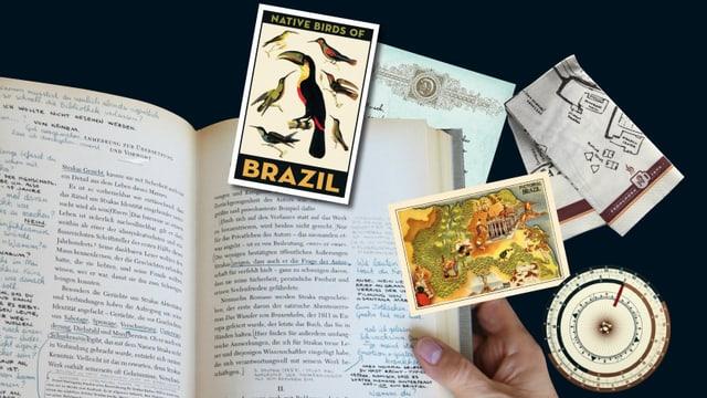Ein Buch mit Notizen, Postkarten und einem Kompass.