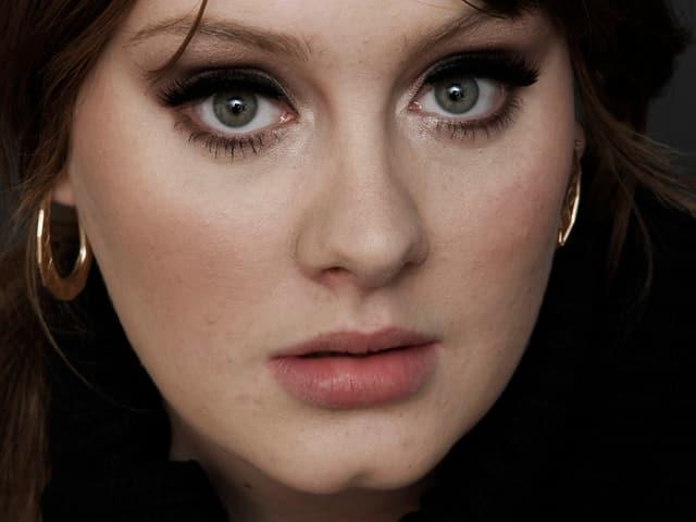 2008 veröffentlicht die Sängerin ihr erstes Album mit dem Titel «19».