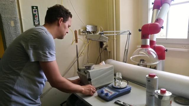 Thomas Imfeld in seiner Werkstatt