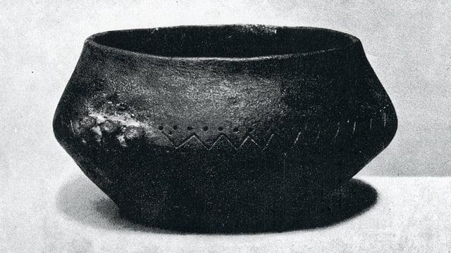 Cazis / Petrushügel, cuppa da terracotga per part reconstruida