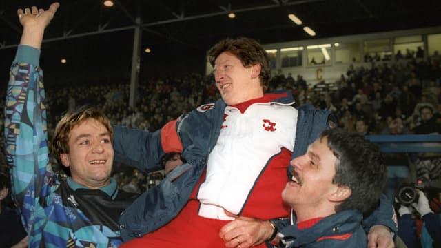 Trainer Roy Hodgson (Mitte) lässt sich feiern