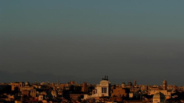 La skyline da Roma durant la stad 2003: Ils 26 da zercladur da lez onn era il traffic vegnì limità pervi dal smog.