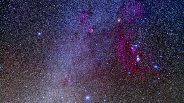 Sternenhimmel mit Orion (rechts) und Sirius (unten Mitte).