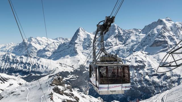 Schilthornbahn im Berner Oberland auf der Fahrt.
