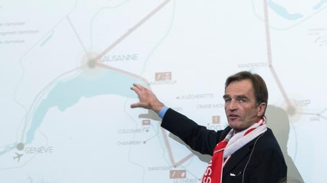 Sion-2026-Präsident Jean-Philippe Rochat stellt die Kandidatur in Bern vor.