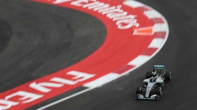 Rosberg in einer Kurve.