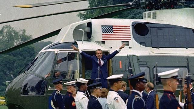 Richard Nixon im Jahre 1974 beim Verlassen des Weissen Hauses.