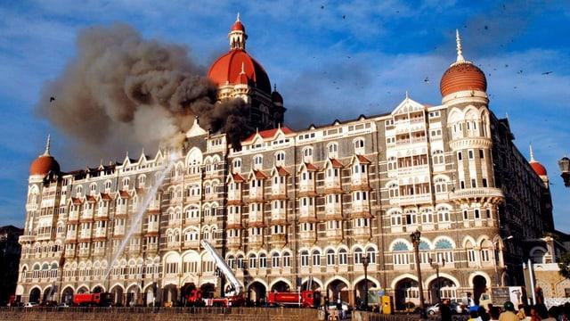 Feuerwehr versucht, einen Brand im Luxushotel Taj Mahal zu löschen
